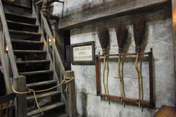 Wizarding World of Harry Potter Hollywood Three Broomsticks (2)_800.jpg