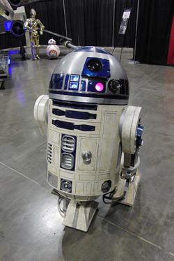 Denver Comic Con 2016 R2D2_800.jpg