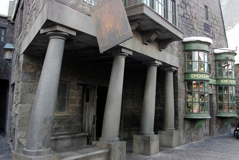 Wizarding World of Harry Potter Hollywood Hog's Head Pub_800.jpg