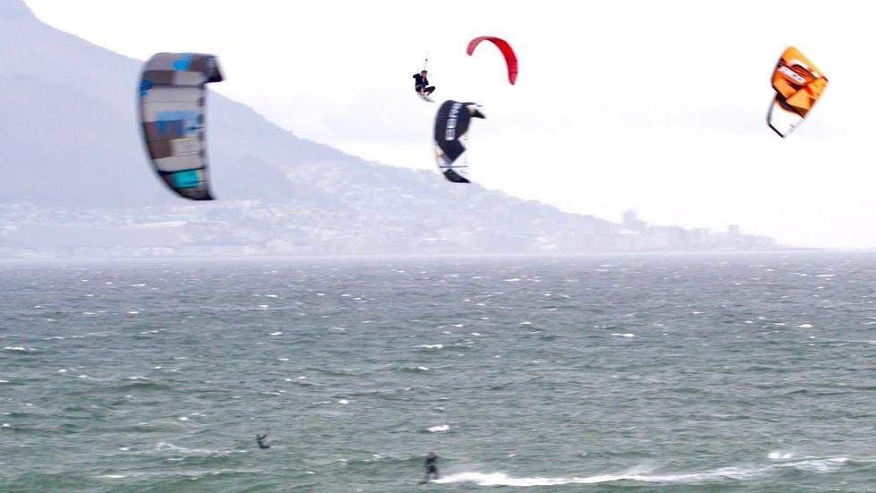 Jumping over and through kites KEVVLOG⁴ #4