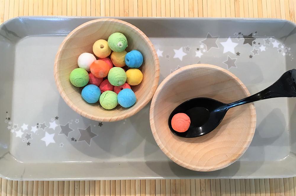 DIY Montessori, transvasement, pompons, cotillons