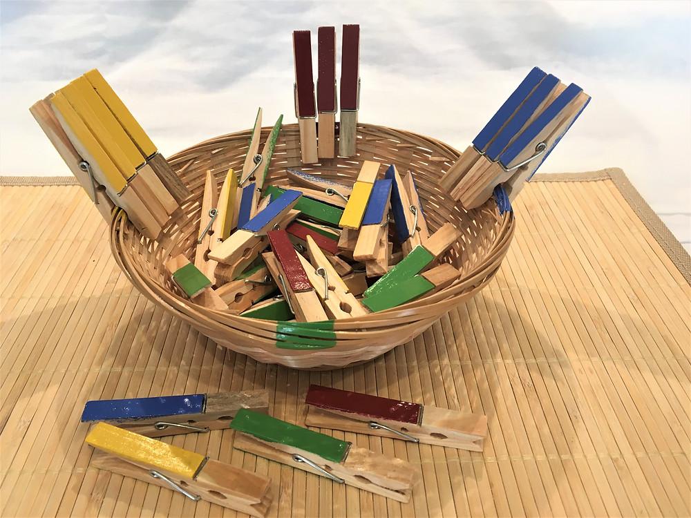 DIY Atelier Montessori (2-4 ans) : Les Pinces à Linge