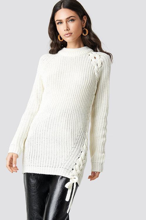 Jersey blanco de punto con trenza lateral