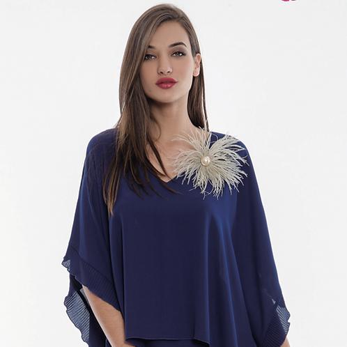 Vestido corto azul marino vaporoso tipo capa