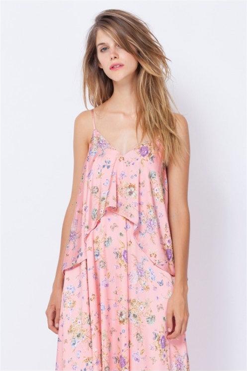 Vestido rosa tobillero con estampado floral