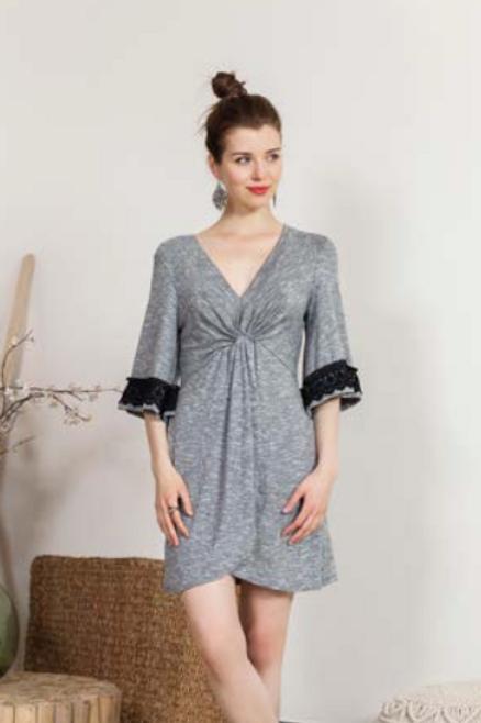 Vestido corto gris con nudo a cintura