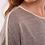 Thumbnail: Camiseta beige con franja dorada en hombros