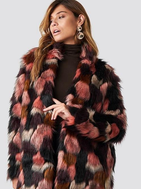 Abrigo de pelo sintético multicolor tonos rosa