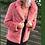 Thumbnail: Abrigo rosa de pelo sintético con solapa