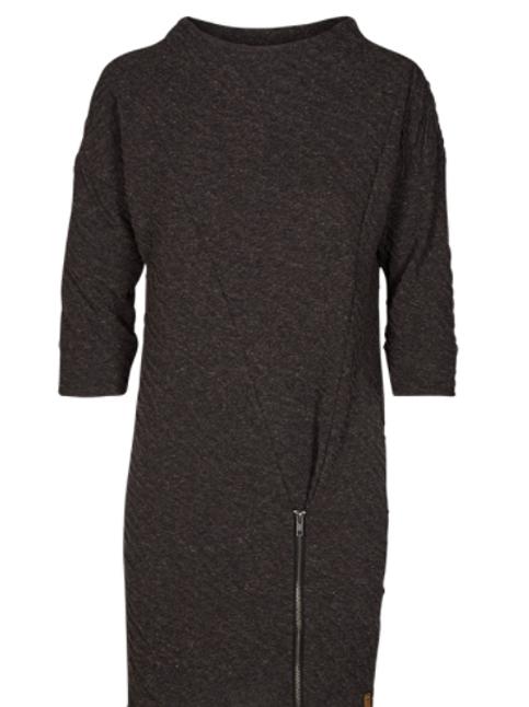 Vestido asimétrico gris jaspeado cuello chimenea