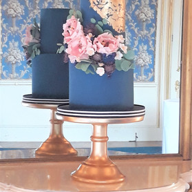 Royal Blue and gold wedding cake (2).jpg