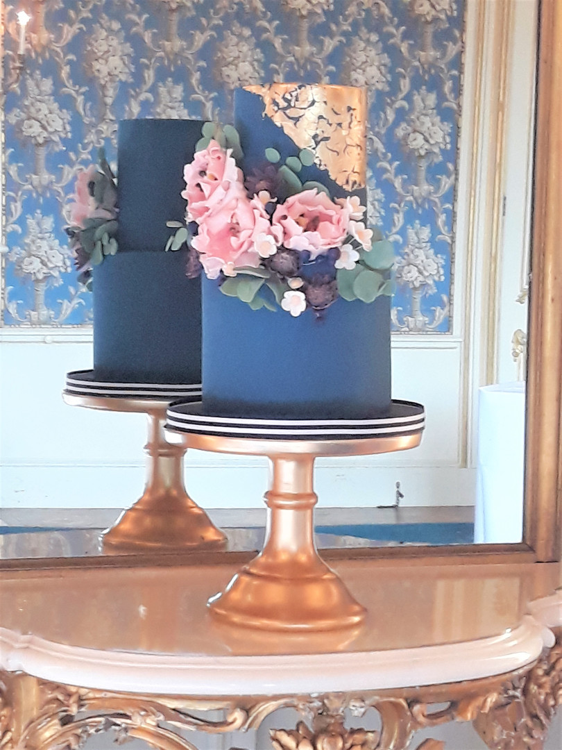 Royal Blue and gold wedding cake (2).jpg