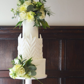 Modern Classic Wedding Cake with fresh flowers