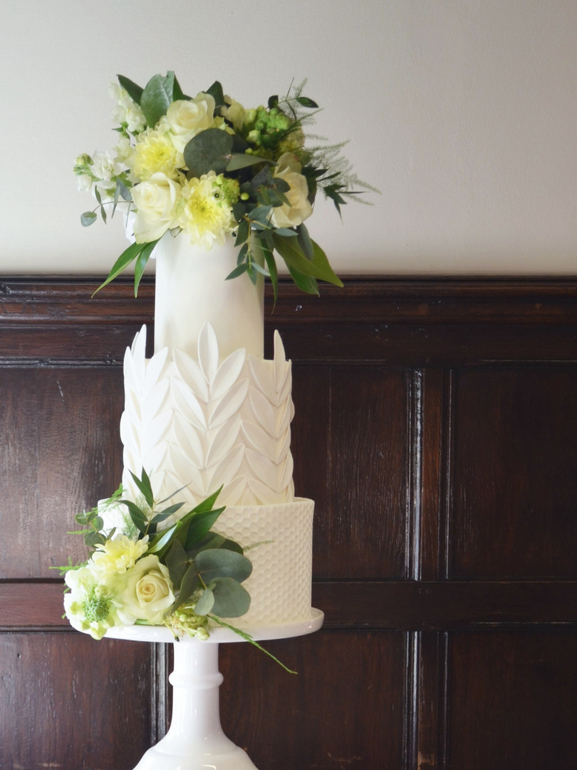 Modern Classic Wedding Cake with fresh flowers