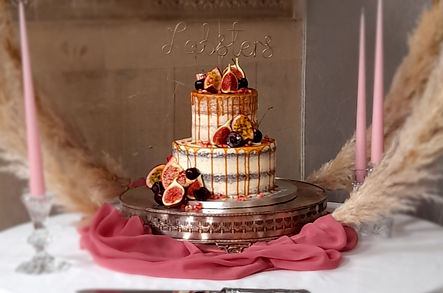 Caramel drip weddinf cake (2).jpg