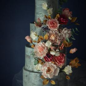 Vintage rose wedding cake.JPG