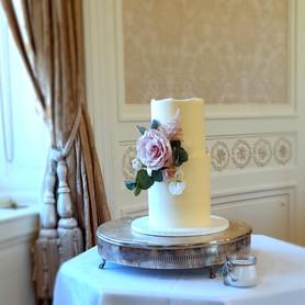 romantic buttercream weddin cake.jpg