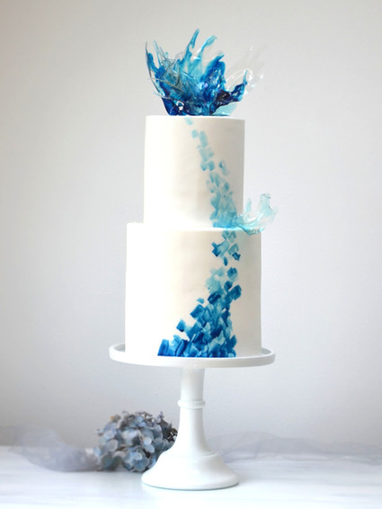 blue%20ocean%20wedding%20cake_edited.jpg