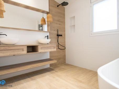 Acabados en madera en el cuarto de baño