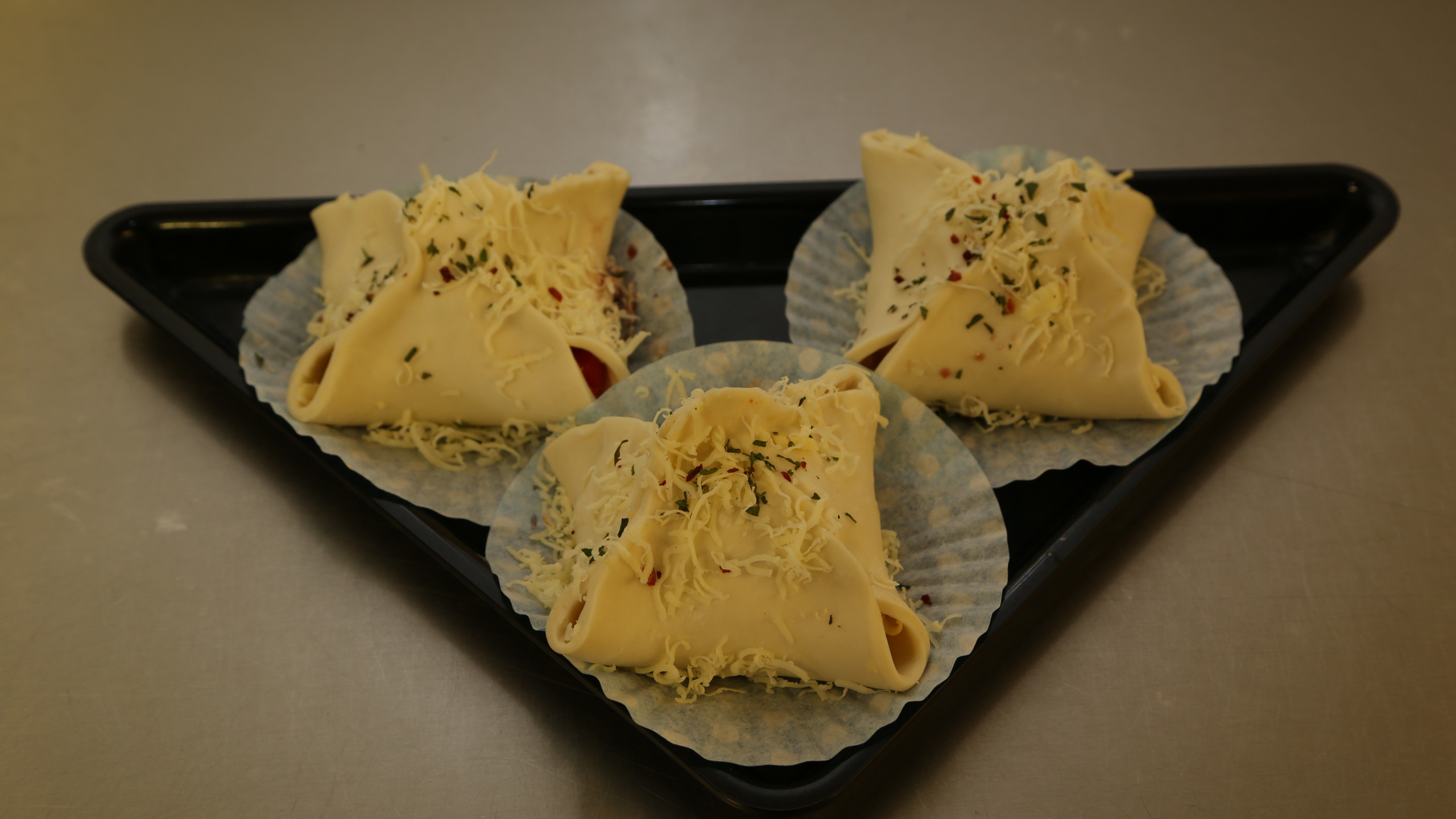 Vegetarian pastry parcels