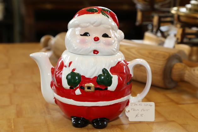 Santa Tea Pot - £8