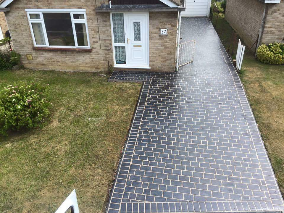 Dark finish on a driveway