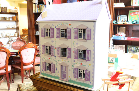 Complete Dolls House - £40