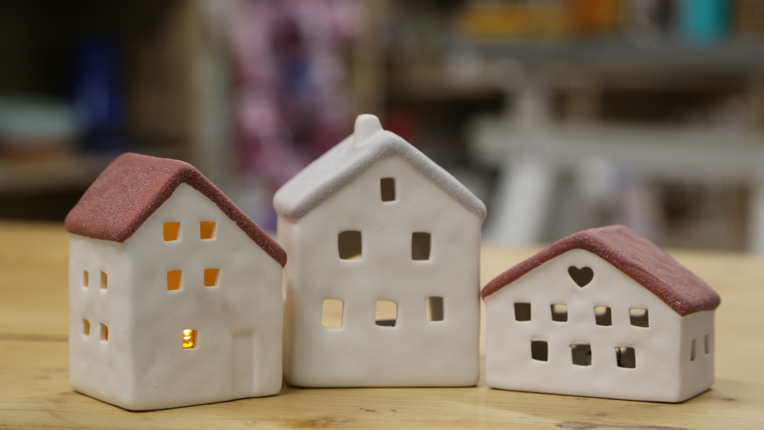 Pottery houses that light up