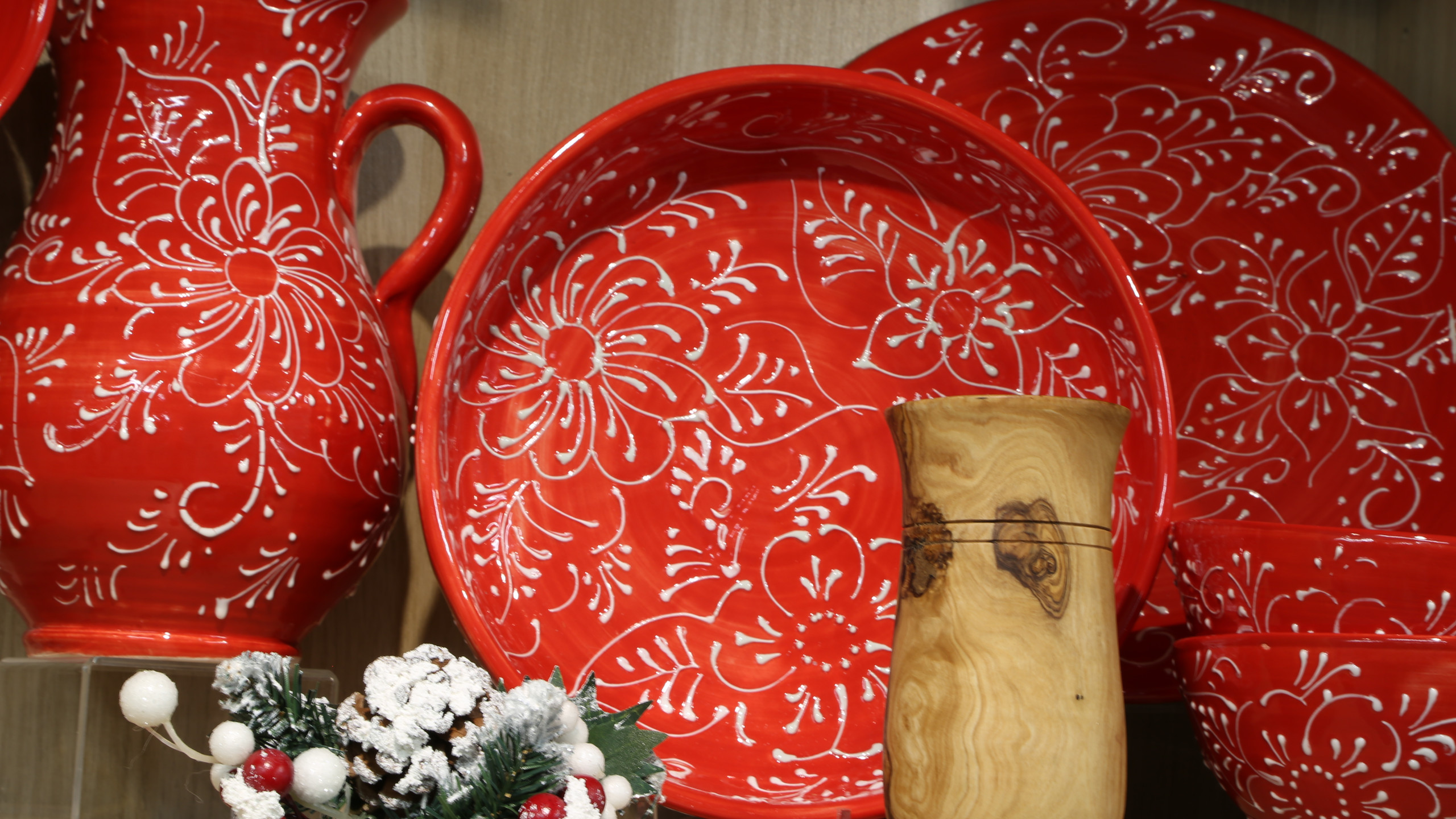 Red flower patterned tableware