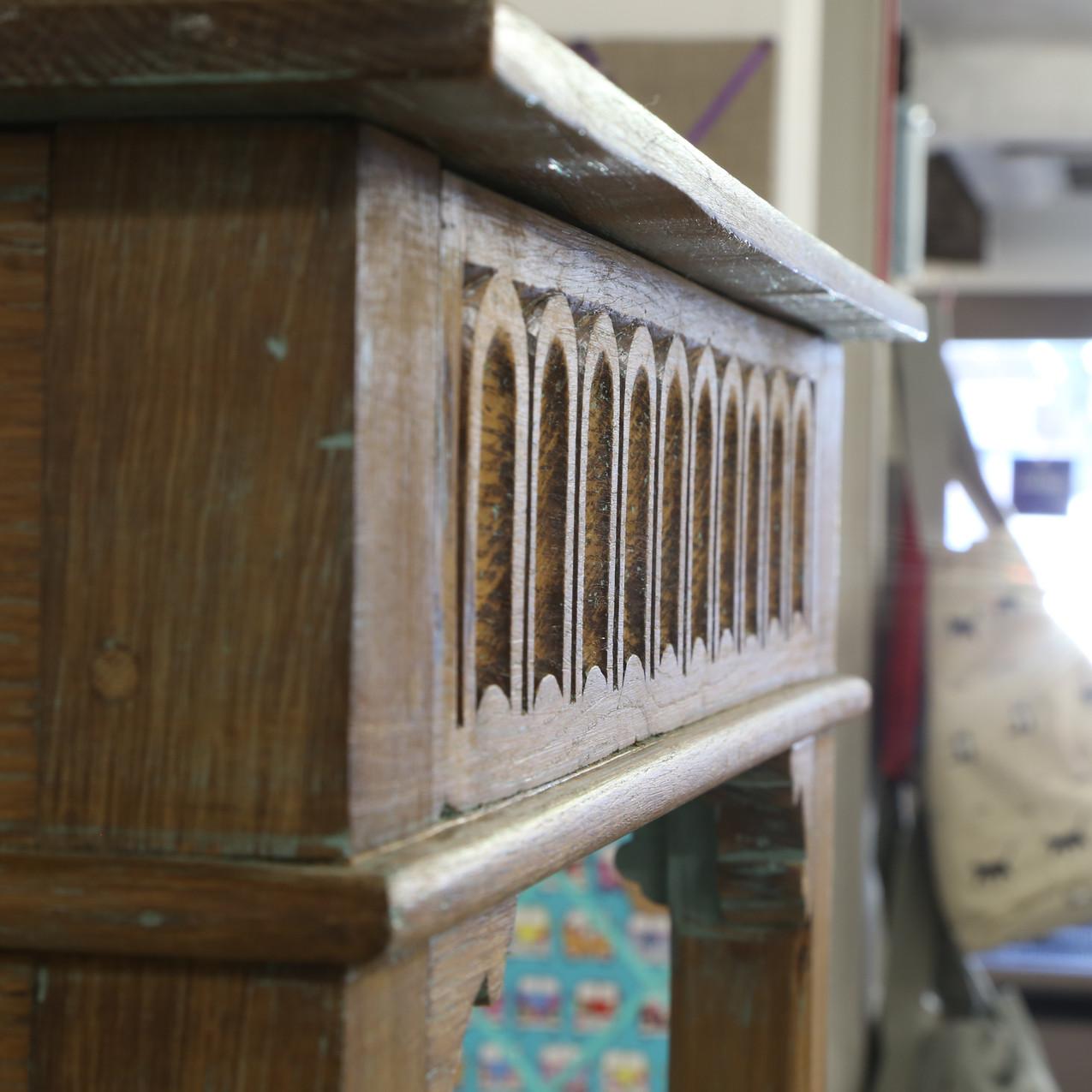 Oak table detail