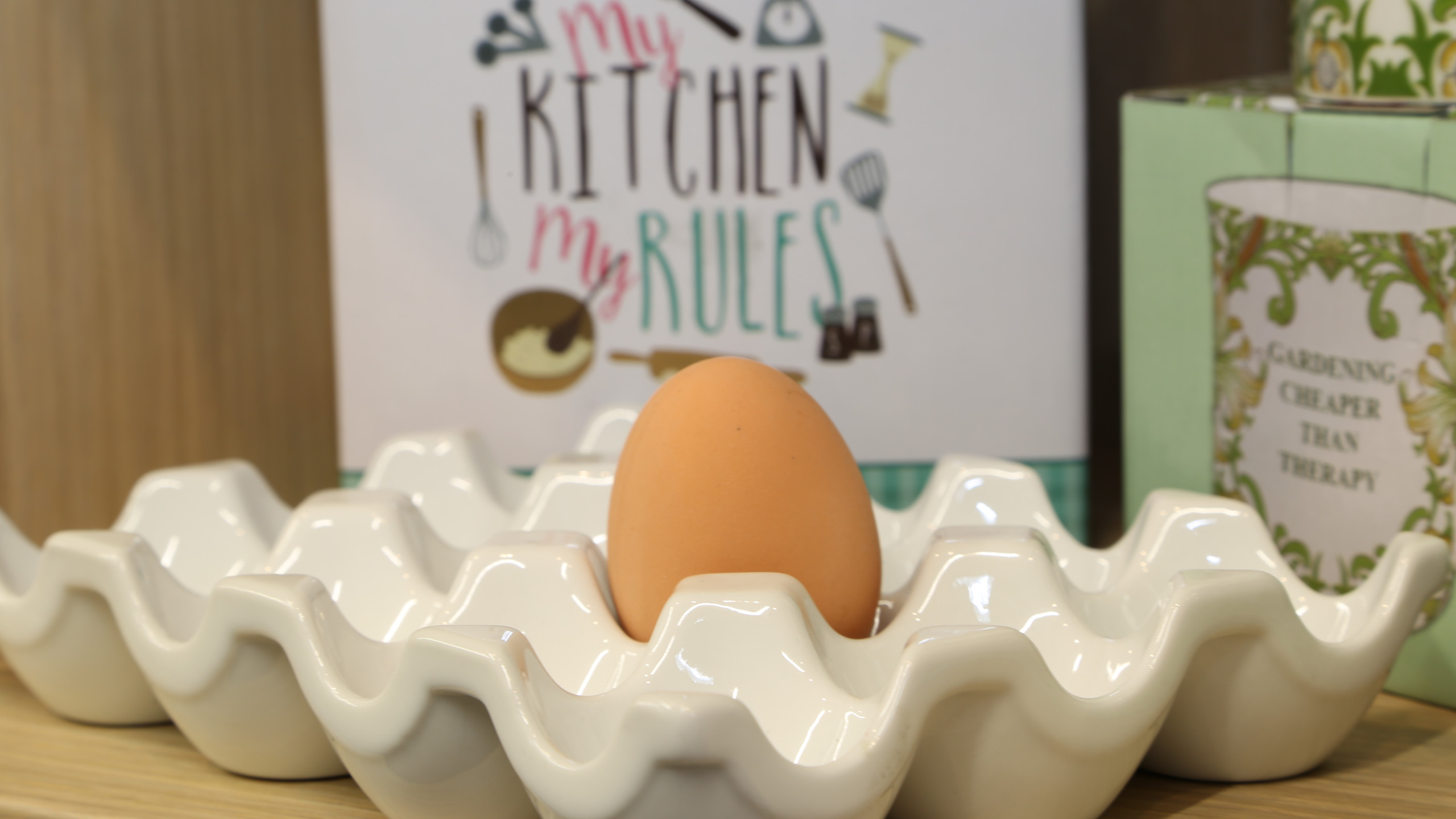 Kitchen ware egg holder