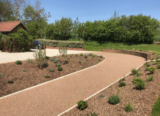 Resin drives, resin paths and resin patio areas