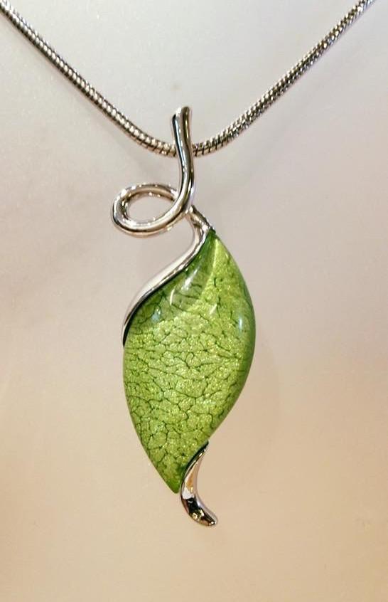 Green twist necklace