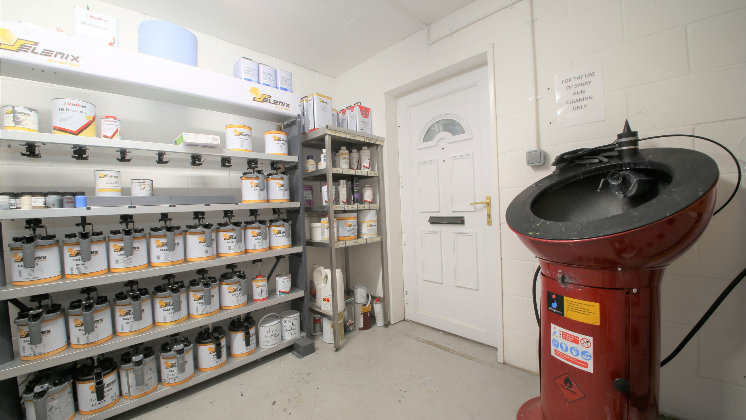 Paint room, mixing room