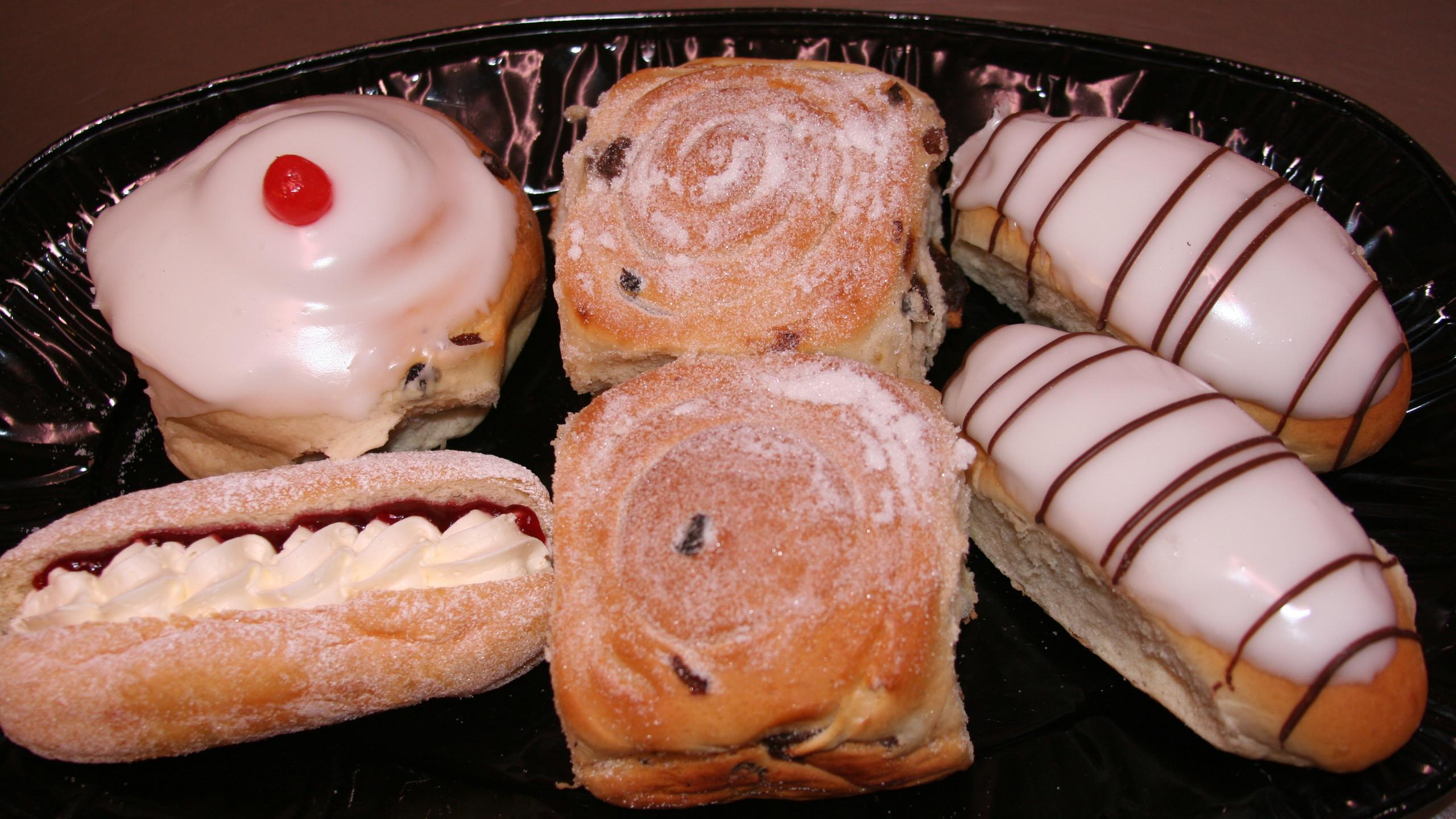 Cakes at Revetts
