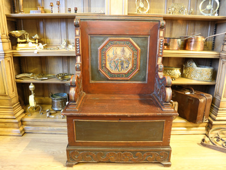 Continental pine box settle - £395