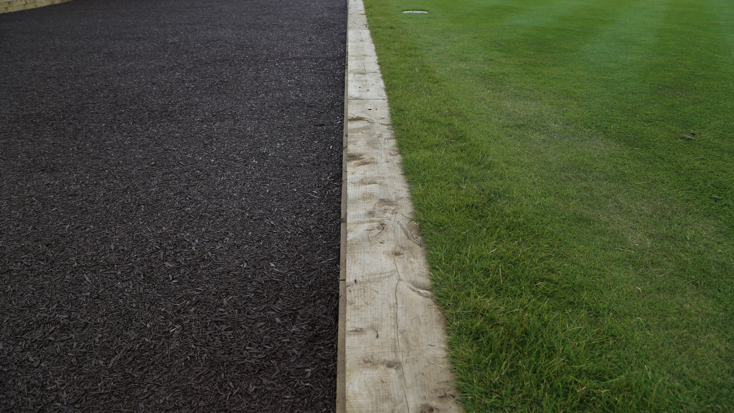 New rubber finish at the first Tee