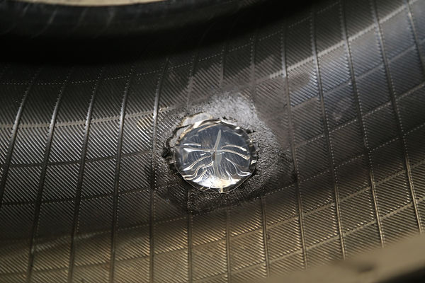 Inside the plug is glued to the tyre.JPG