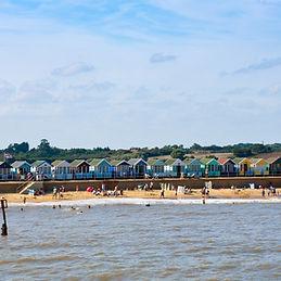 beach-huts-458054_1920.jpg