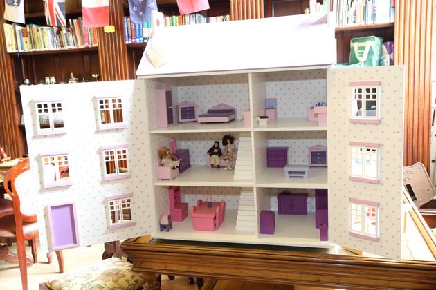 Dolls House - £40
