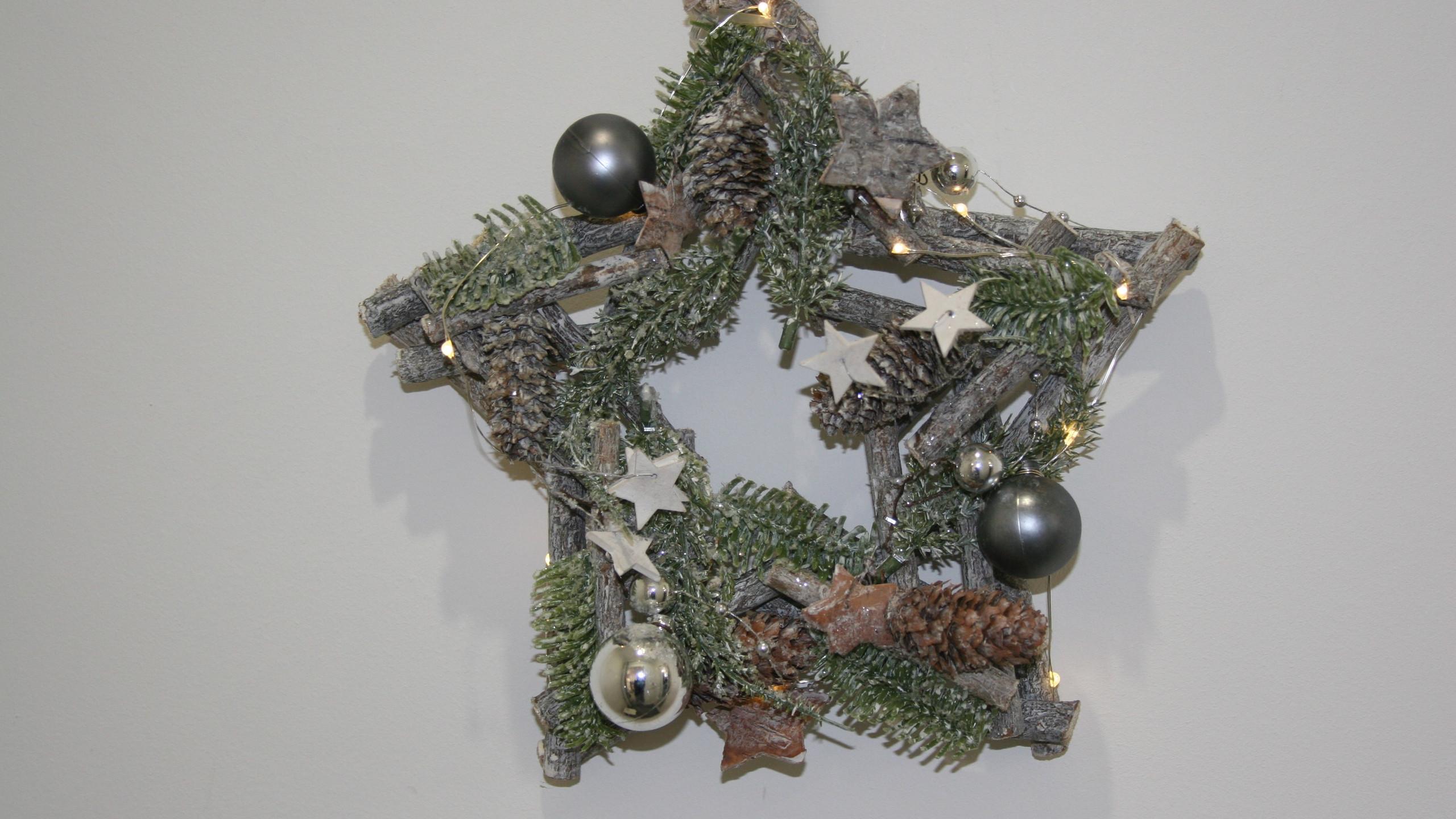 Star Christmas Wreath