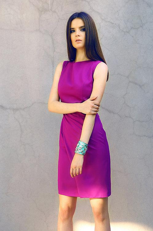 Lale yaka, asimetrik yırtmaçlı elbise