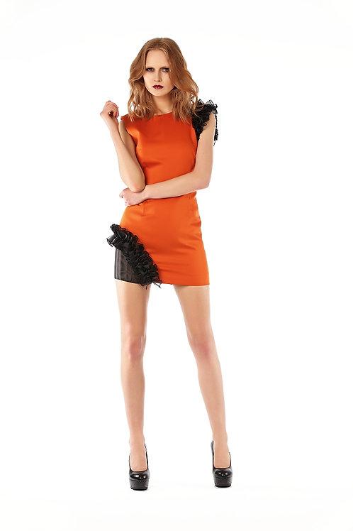 Tek kolu ve tek yanı organze volanlı mini elbise