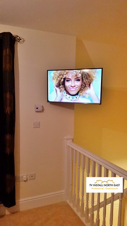 "Samsung 32"" LED on floating bracket"