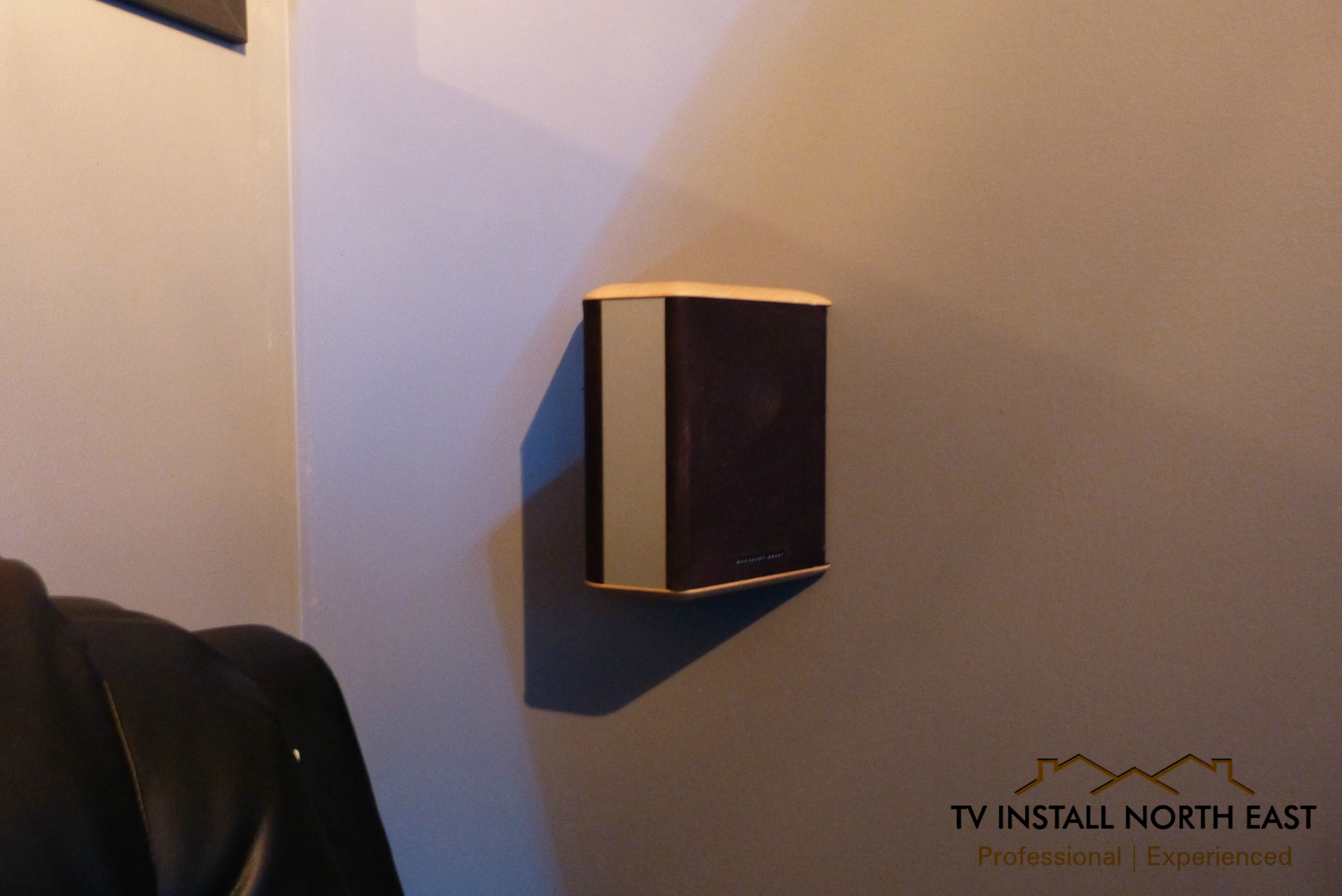 Wall Mounted Bipole Speaker