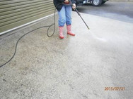 Pressure cleaning the driveway