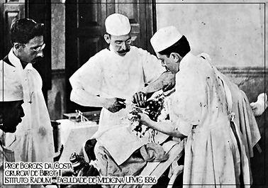 Prof Borges da Costa foi o melhor cirurgião de Minas , entre os anos 1920 e 1935. Mostra o Dr. Borges da Costa realizando uma gastrectomia no Istituto do Radium (atual Hospital Borges da Costa)