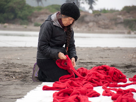 Cecilia Vicuña: tejer es la conciencia del intercambio.