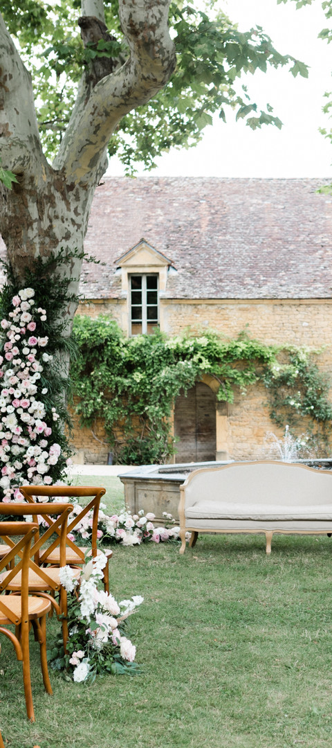 Luxury ceremony setting in white and pink