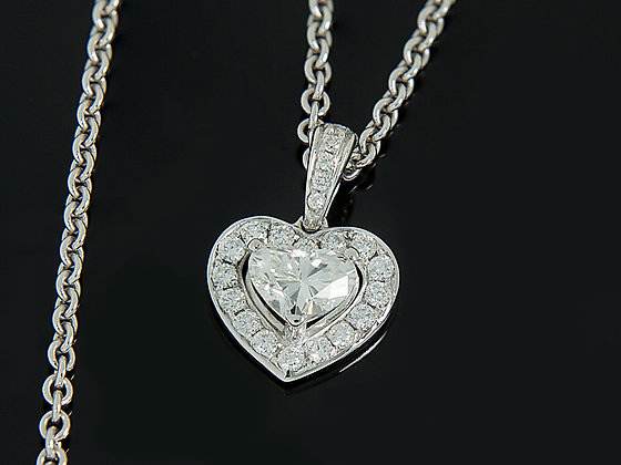 Heart cut diamond pendant crafted in 18K
